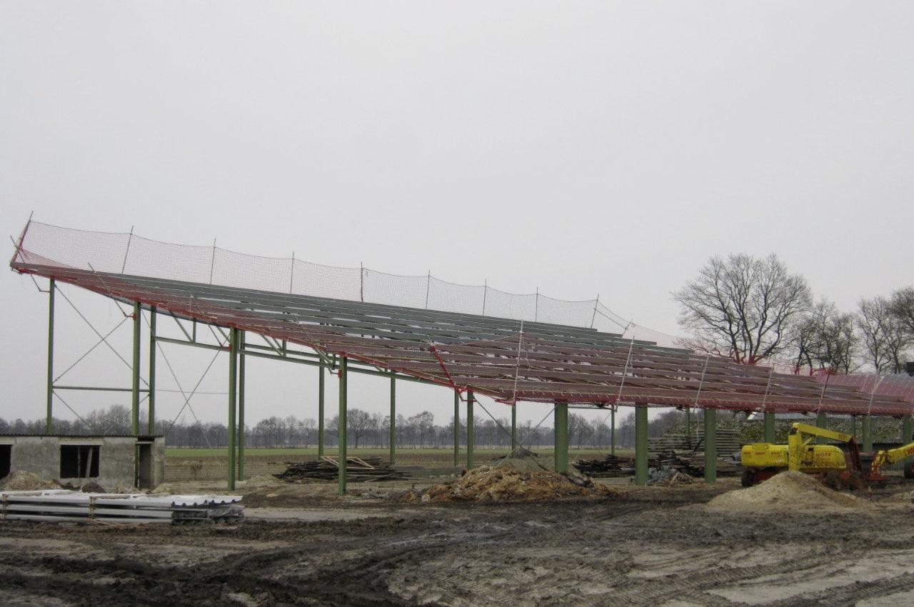 Randsicherung an Stahlkonstruktion im Rohbau
