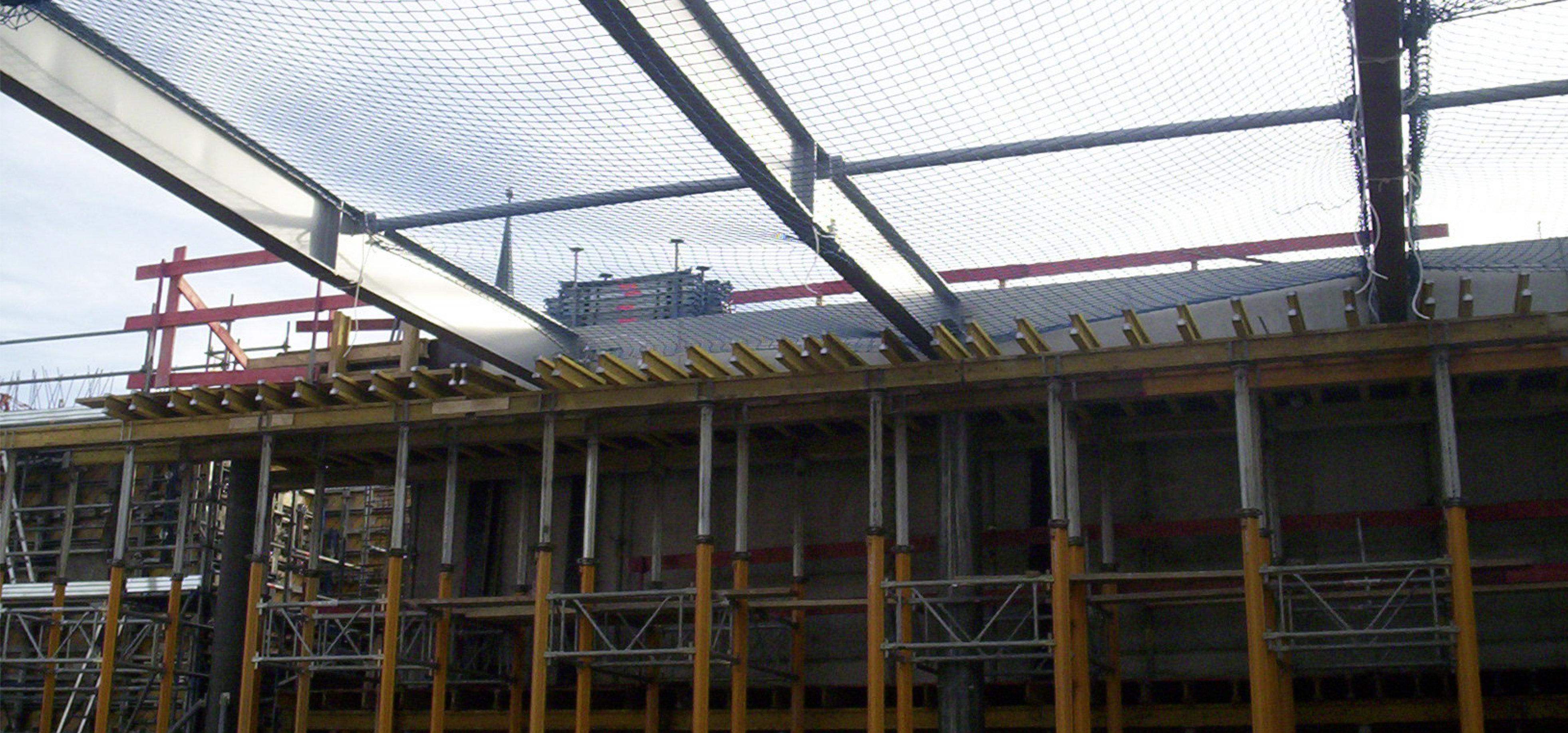 Schutznetze für den Bau des Fußballmuseums in Dortmund