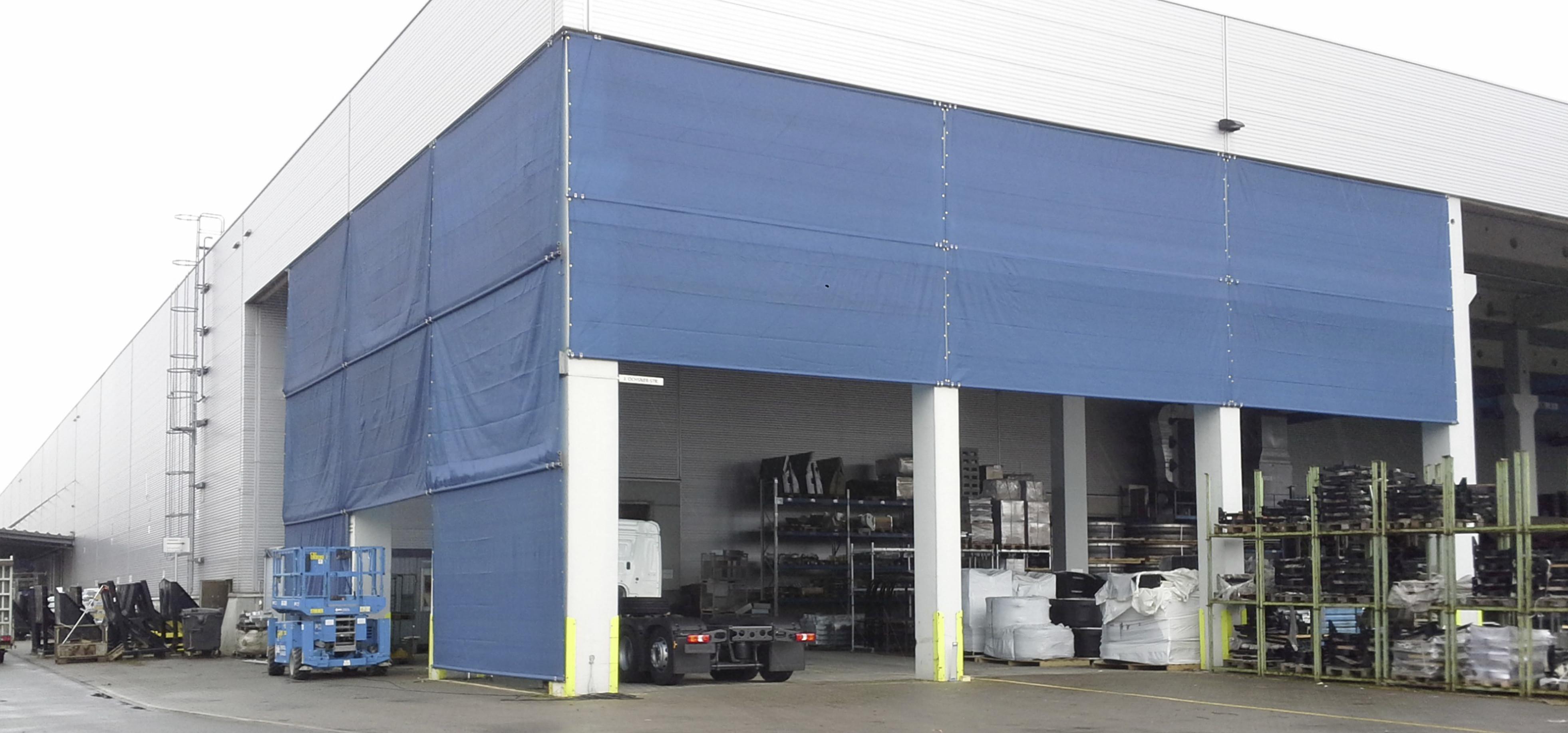 Wetterschutznetz an Industriehalle
